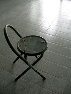 Lonely Chair (photo by daycha)